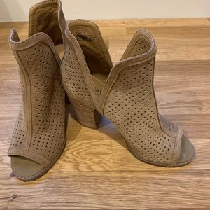 Lucky Brand Livey Tan Suede Ankle Boot SZ 7